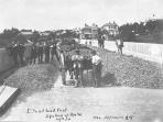 1910. Workers on Grafton bridge