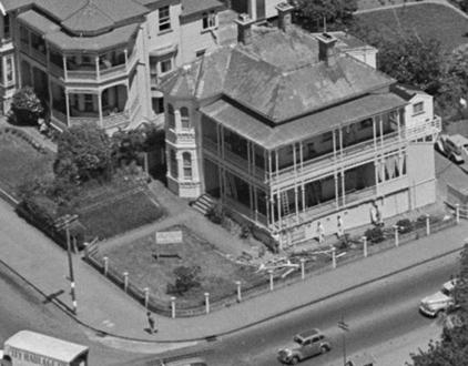 Historial House next to Grafton Bridge